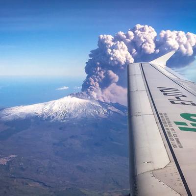 На побережье Сицилии усилилась активность вулкана Этна