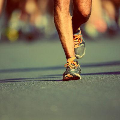 Испания: спортсменка пробежала полумарафон, везя в коляске двоих детей