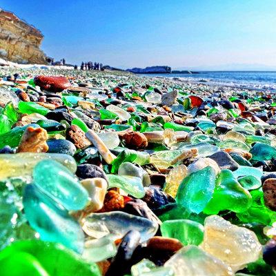 Стекляшки с пляжа, которые собирают туристы из КНР, опасны