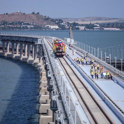 Движение грузовых поездов по Крымскому мосту начнется с июня следующего года