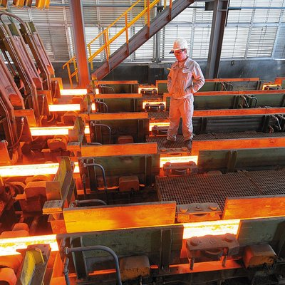 Путин поздравил работников горно-металлургического комплекса России