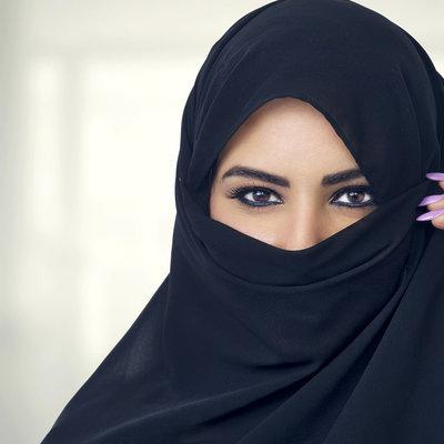 В Саудовской Аравии отменили раздельные входы в рестораны для мужчин и женщин