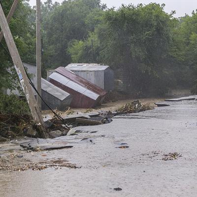 В Уссурийске вышедшая из берегов река подтопила дорогу между селами Борисовка и Кугуки