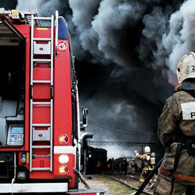 В Невском районе Санкт-Петербурга горит склад