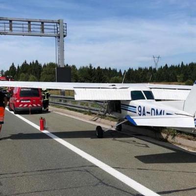 В Хорватии спортивный самолёт совершил аварийную посадку на проезжую часть