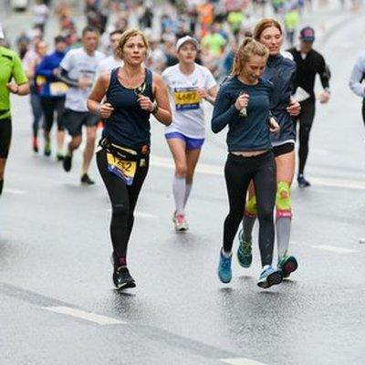 13 тонн бананов и 130 тысяч литров воды съели и выпили на бегу марафонцы в Москве