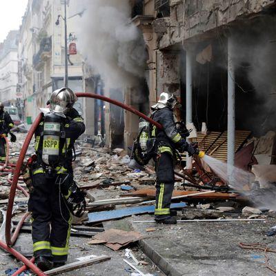 СМИ: полиция применила слезоточивый газ на манифестации пожарных в Париже