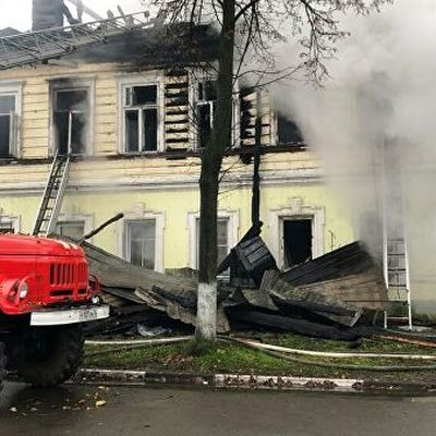 Власти и благотворители помогут материально семьям из сгоревшего дома в Ростове