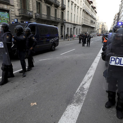 Каталонские правоохранители начали оттеснять радикалов, блокирующих трассу AP-7