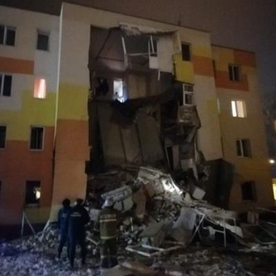 Под завалами жилого дома под Белгородом после взрыва бытового газа могут быть люди