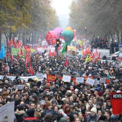 Во Франции почти 340тысяч человек приняли участие в акциях протеста