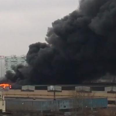 Площадь пожара на складе в Москве выросла до 7 тыс. кв. метров