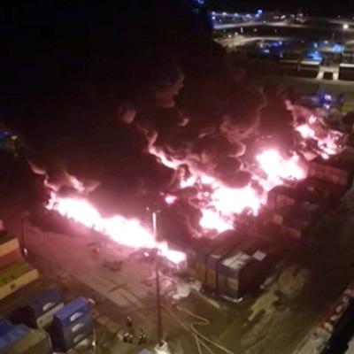 Загрязнения воздуха из-за пожара в ангаре в Петербурге не зафиксировано