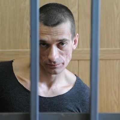 Павленский, находящийся под стражей во Франции, не отвечает на вопросы следователей