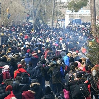 Около семи тысяч мигрантов пытаются пересечь турецко-греческую сухопутную границу