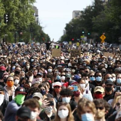 Жители Лос-Анджелеса вышли на мирный протест против расизма и жестокости полиции