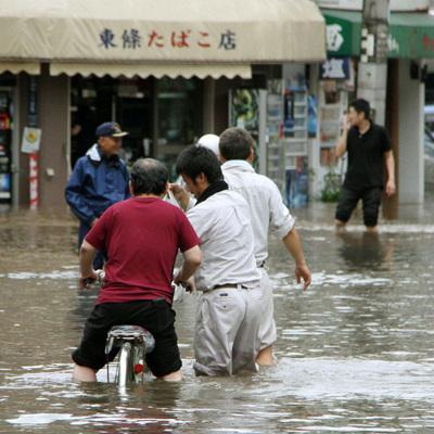 Почти 60 человек погибли на острове Кюсю из-за сильных ливней
