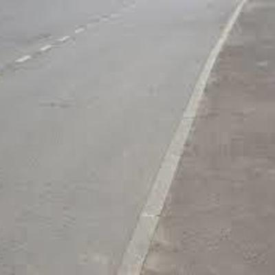 Специалисты устраняют просадку дорожного полотна на северо-западе Москвы