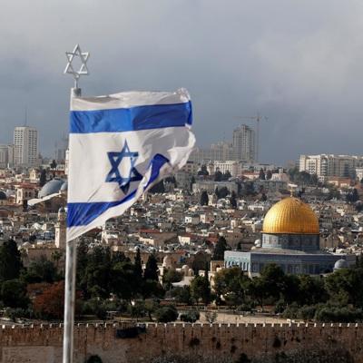 Мэрия Тель-Авива была подсвечена в цвета флага Ливана в знак солидарности с трагедией в Бейруте