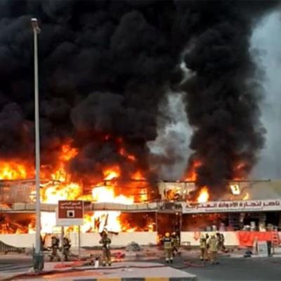 Пожарным удалось потушить крупное возгорание на рынке в городе Аджман в ОАЭ