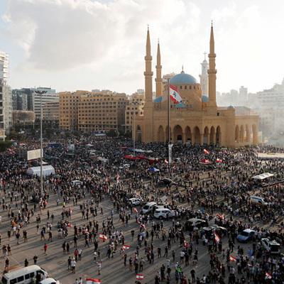 Протестующие в Бейруте штурмуют правительственные здания
