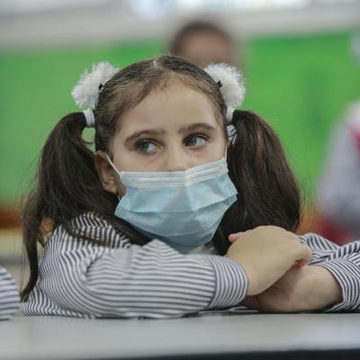 Эксперт: рост заболеваемости COVID-19 продолжится из-за циркуляции вируса среди детей