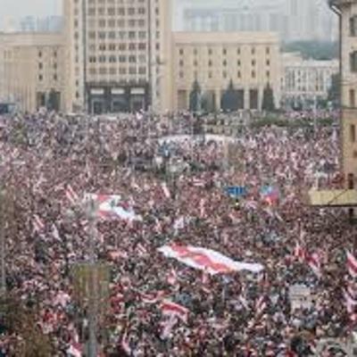 Шествие сторонников белорусской оппозиции стартовало на площади Свободы в центре Минска