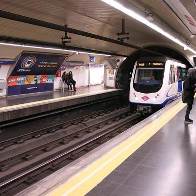 Сильный дождь, прошедший в четверг в Мадриде, временно нарушил работу городского метро