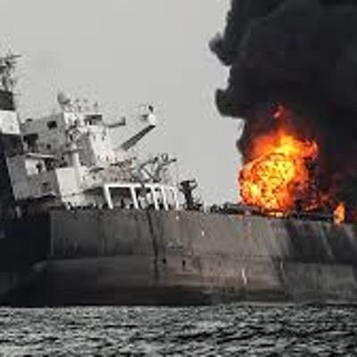 Три спасательных судна направлены к танкеру