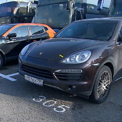 Porsche Cayenne арестовали в Москве из-за долгов владельца на 700.000 рублей