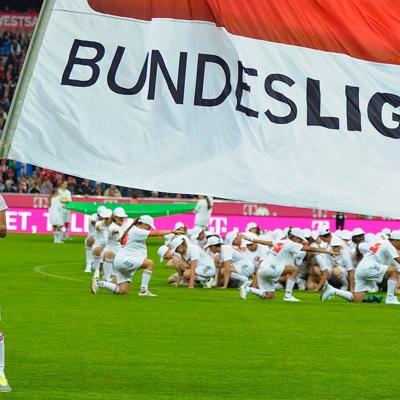В Германии требуют разобраться с футболистами, делающими стрижки на карантине
