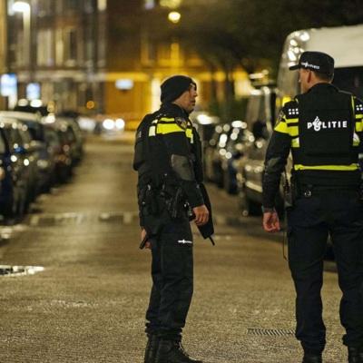 В Нидерландах протестующие сожгли пункт тестирования на covid-19