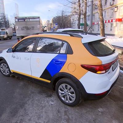 Ограничения по стажу и возрасту могут ввести для водителей каршеринга в Москве