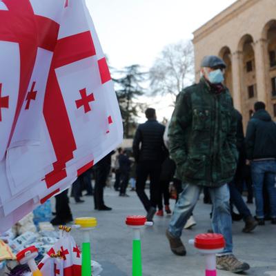 В Тбилиси проходит митинг в поддержку арестованного главы оппозиционной партии