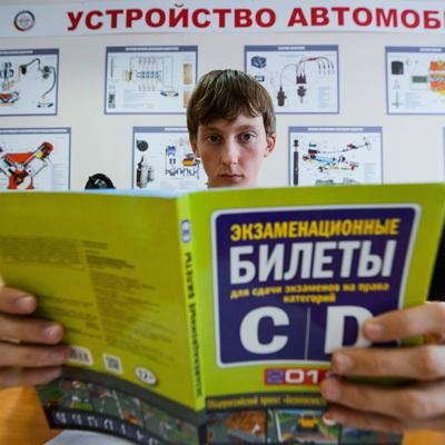 ГИБДД прорабатывает изменение механизма формирования экзаменационных билетов на права