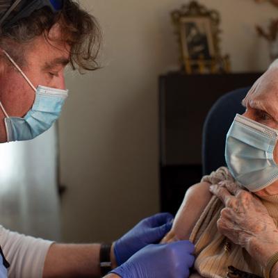 В США рекомендовали приостановить использование ковид-вакцины Johnson & Johnson