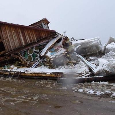 Ледоход на Амуре разрушил магазин в Хабаровском крае
