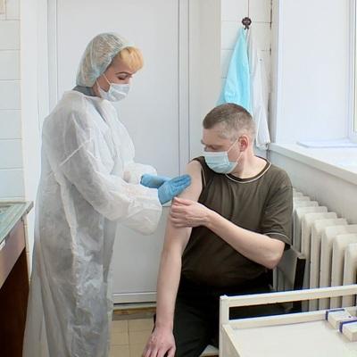 Переболевшие COVID-19 могут вакцинироваться через полгода