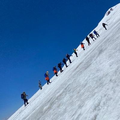 Группа из 23 альпинистов, находящаяся на Эльбрусе, попросила помощи у спасателей