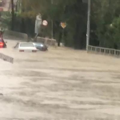Огромные камни завалили трассу Джубга-Сочи из-за сильных ливней