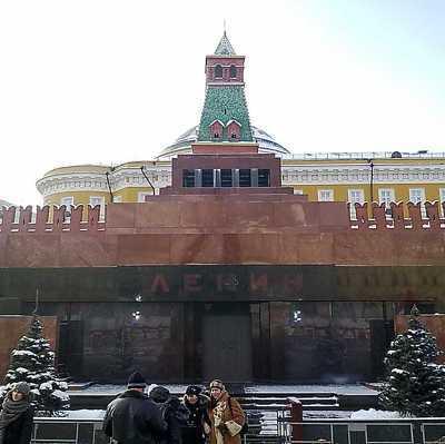 Тело Ленина в Мавзолее предложили заменить восковой копией