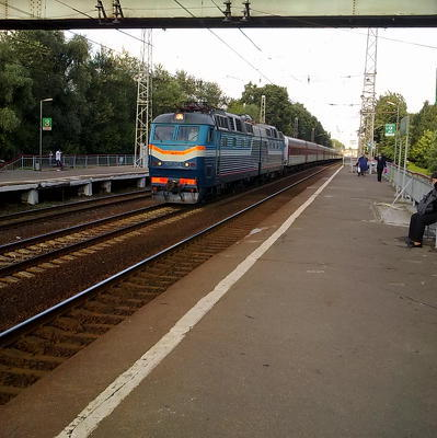 Движение поездов в районе Сочи, нарушенное из-за упавшего на пути КамАЗа, восстановилось