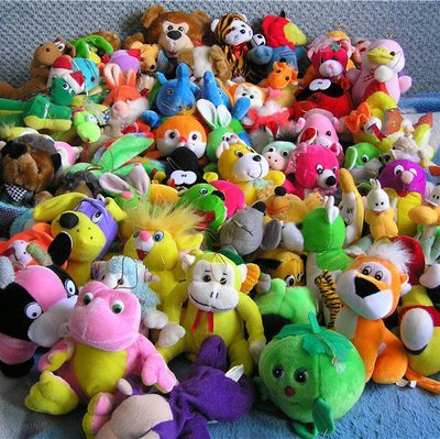 Жительница Брюсселя собрала коллекцию из 20 тысяч плюшевых игрушек