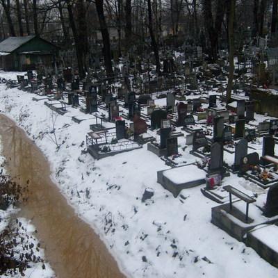 Место на кладбище подарили друзья жительнице города Волжский Волгоградской области