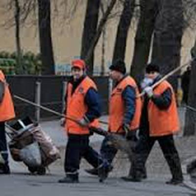 В Волгограде ликвидируют последствия снегопада и ледяного дождя