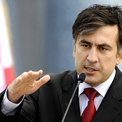 Саакашвили попросил Порошенко возместить ему стоимость испорченной футболки