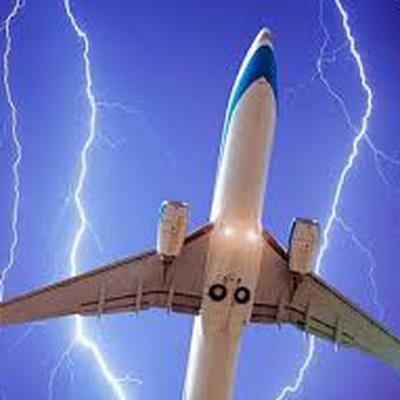 Молния попала в пассажирский самолет Airbus А-320 при посадке в Петербурге