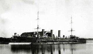"""Бронепалубный крейсер I-го ранга """"Очаков"""" у достроечной стенки"""