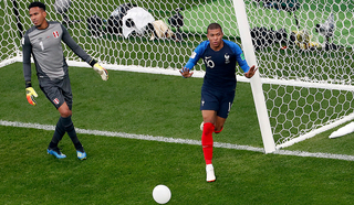 Гол Килиана Мбаппе принес французам победу над перуанцами