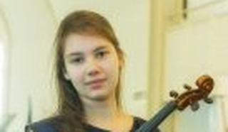 София Яковенко, скрипачка, 15 лет из города Харцызск,Донецкой области, Фото предоставлено автором